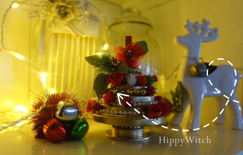 Albero di Natale con i tappi dei barattoli